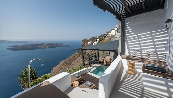 Cliff Standing Villa - Plunge Pool !