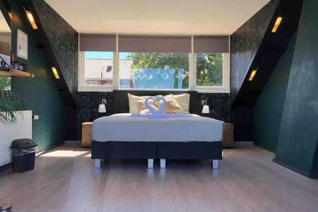 Guesthouse Jacobs aan de dijk(Room 2+privé balkon)