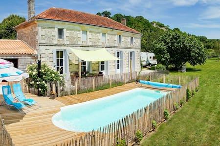 EEN BIJZONDER HUIS AAN DE GIRONDE - Saint-Thomas-de-Conac - Σπίτι