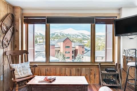 Stunning Views / Downtown / Ski In & Out, Base of Peak Nine