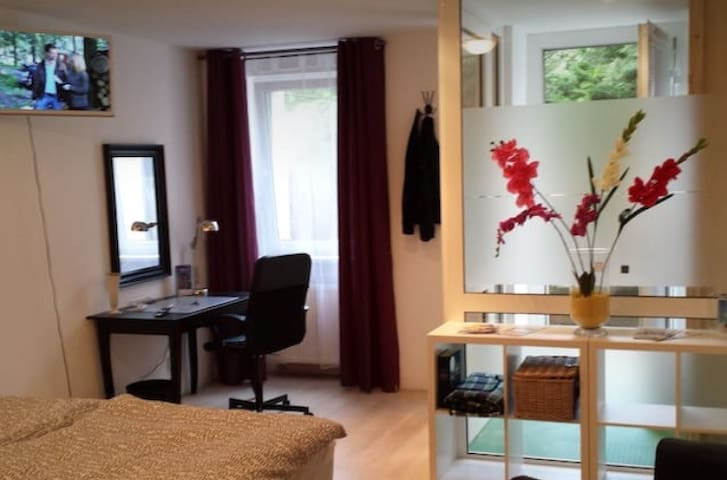 2 Rooms & Cozy ,Souterrain Apartment Legal Booking