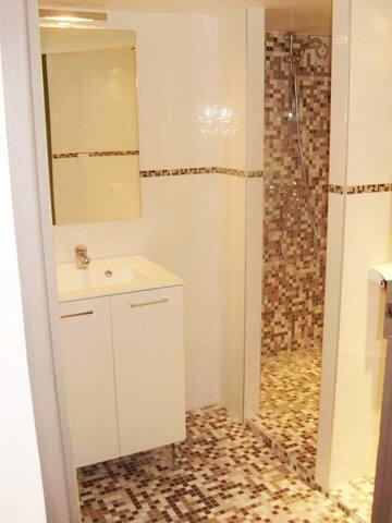 salle de douche et wc