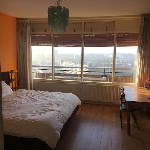 Spacious room, open view, free bike - Utrecht - Apartment