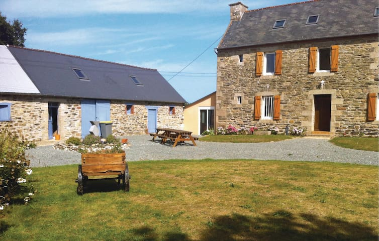 Holiday cottage with 5 bedrooms on 250 m² in Treguier