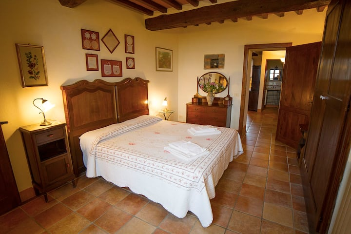 Pietreta. Wonderful apartment in old farmhouse