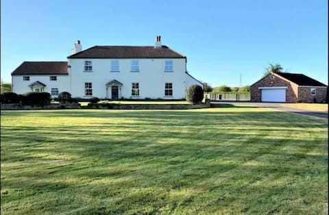 Adorable 2-Bed Farm Cottage with Hot Tub & Garden
