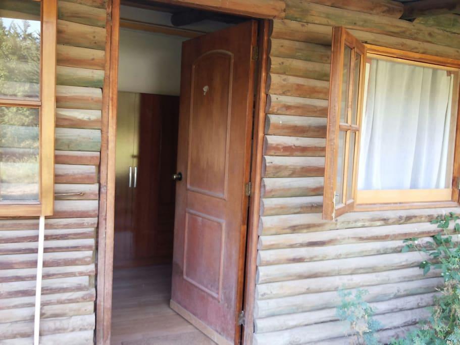 Te abre las puertas para acogerte. The door is open to welcome you