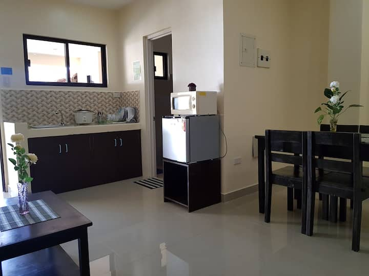 FAMILY VALUE! 2 bedroom fully furnished apartment