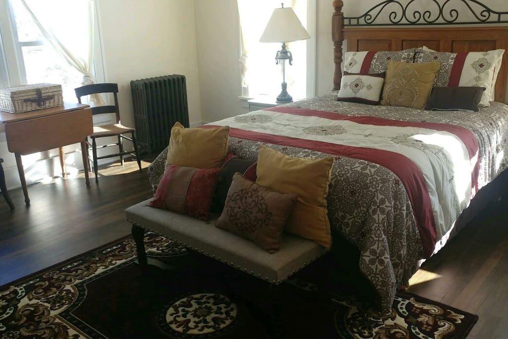 seating area in the roomy 4th bdrm.