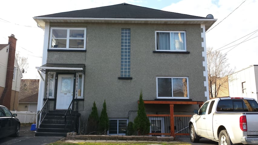 Dagenais Residence-large 3 bedroom fully furnished