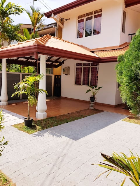 Transit Nest Home.(Close to Airport )