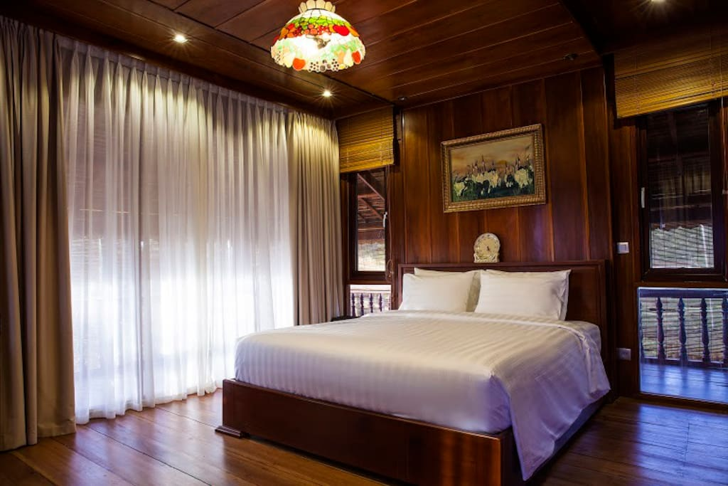 Comfortable Sun Suite Room with King size bed