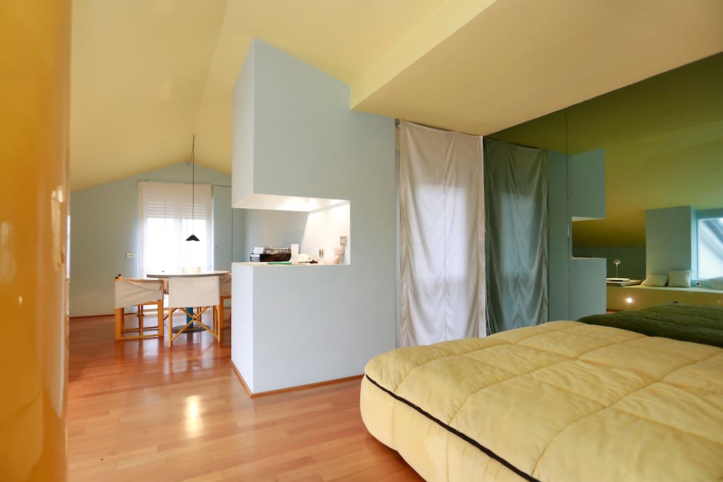 Moderno appartamento in versilia appartamenti in affitto for Piani casa in stile artigiano 4 camere da letto