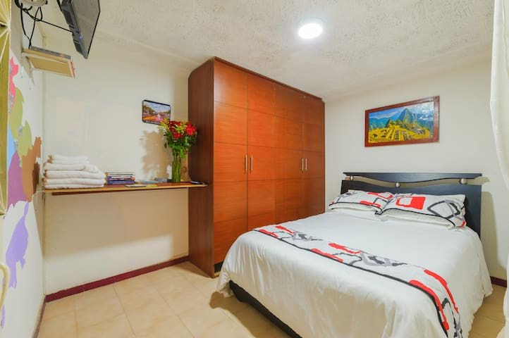 Free Pick-Up, Quiet Room close to DT. - Bogotá