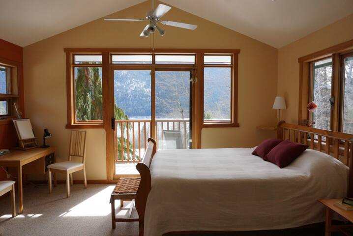 Hillhouse Aspen Suite: Scenic luxury & convenience - Nelson - Dom
