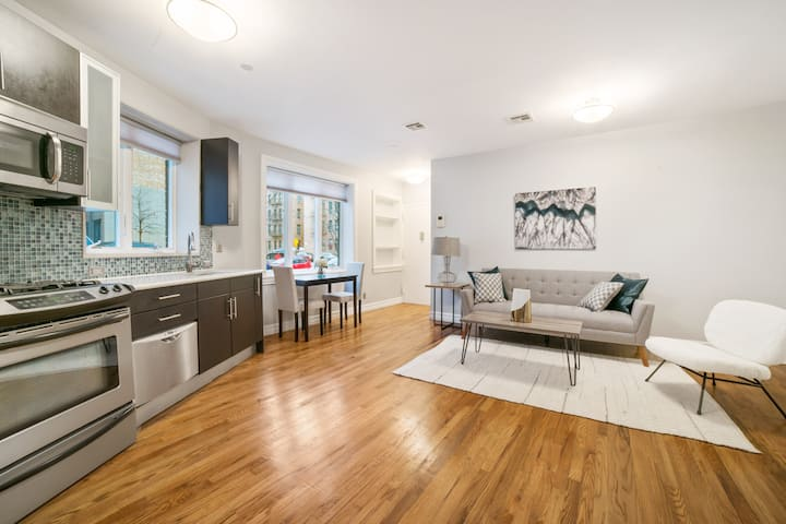 Modern & Stylish 1 Bed Manhattan w/ Private Garden