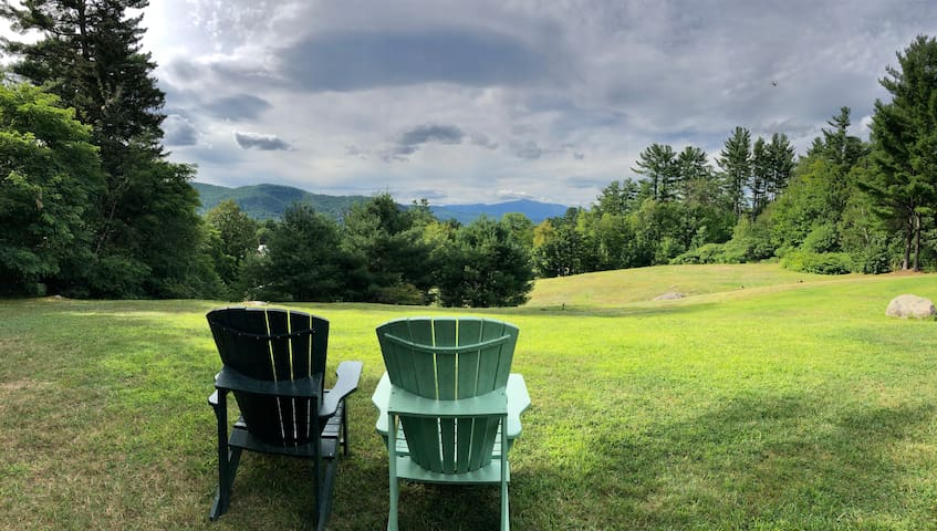 All-season retreat in North Conway