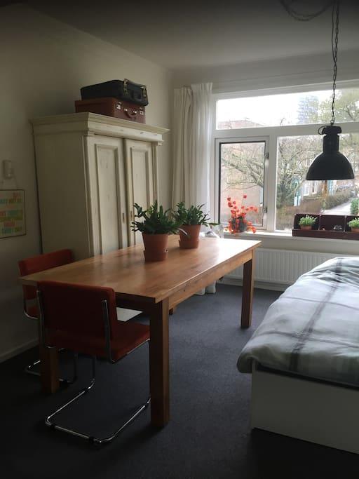 Achterkamer met bed