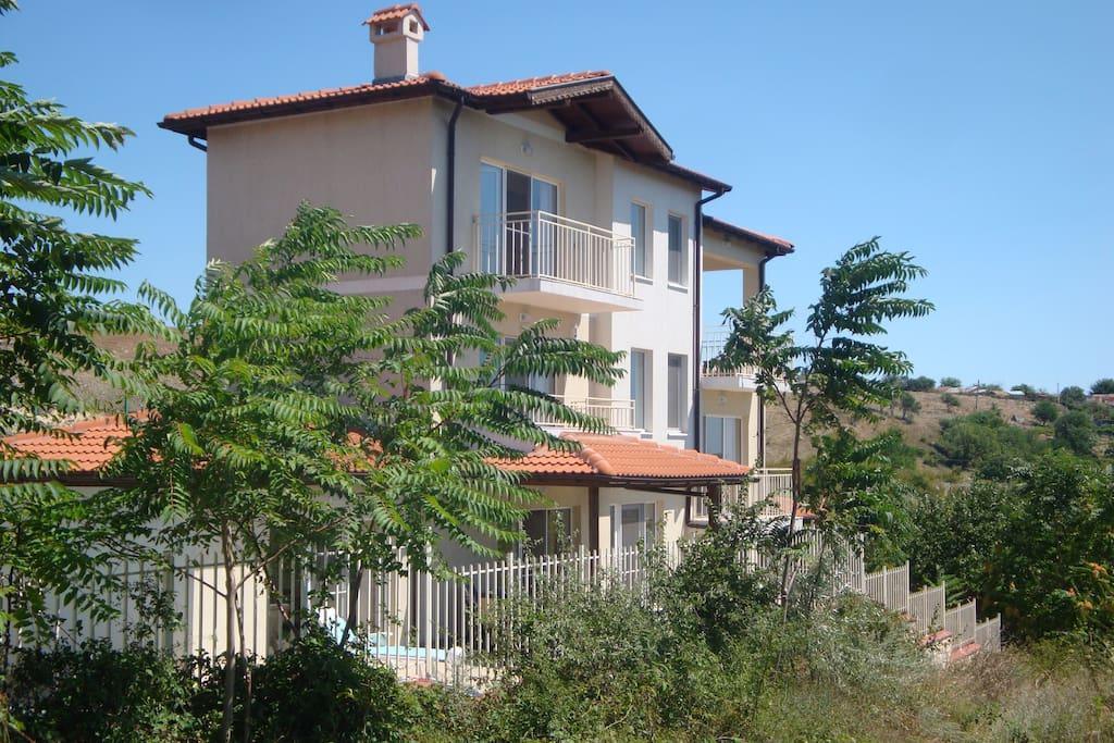Villa sundar case in affitto a balchik dobrich bulgaria for Case in affitto bg