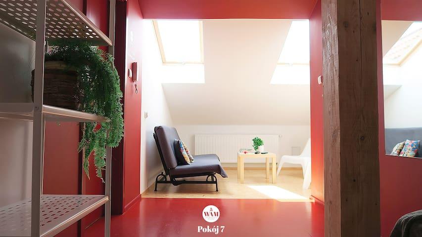 Pokój 7 czerwony
