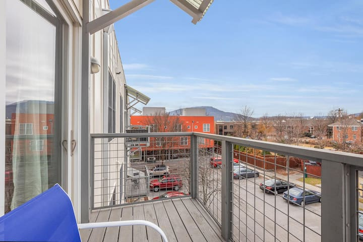 Contemporary Condo ❉ Prime Southside Location ❉