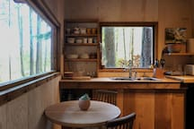 Kitchen with a hot plate, outdoor BBQ and outdoor gas burners.