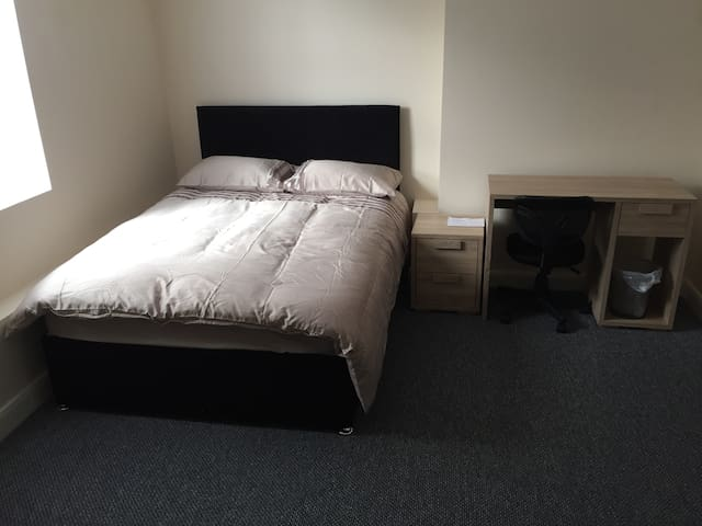 ensuite rooms in Seaforth near crosby liverpool