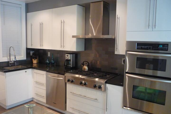 Remodeled 1 Bedroom-Great Location
