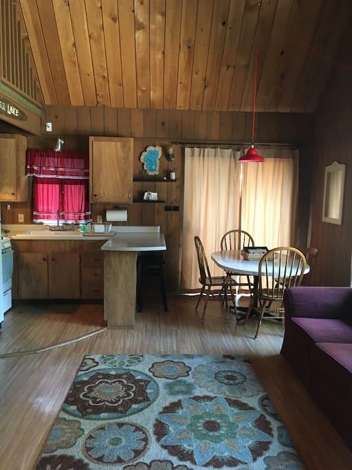 Open floor plan in kitchen and lvinig room.