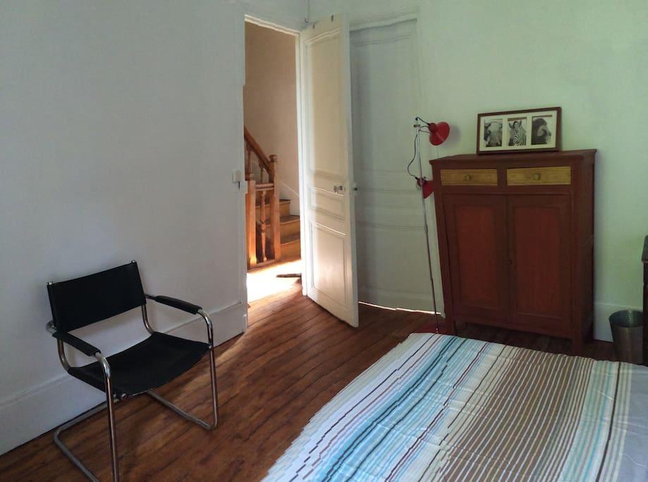 Belle chambre dans maison pr s de paris maison d 39 h tes for Louer chambre sans fenetre