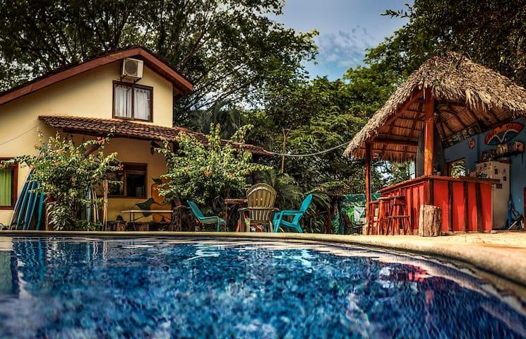BEST hostel in Tamarindo! Tama Backpackers room 4