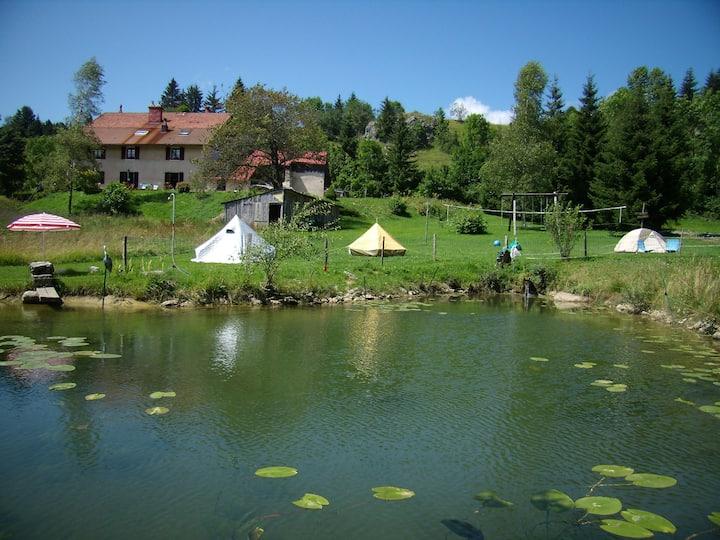 Au Castel Blanc son Aire naturelle de camping