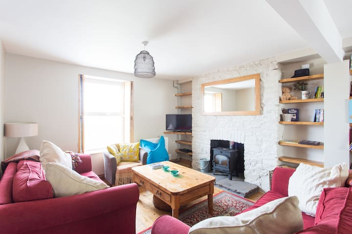 North Gower three bedrooms, woodburner & garden
