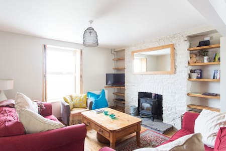 3 bed house, Gower with woodburner - Dom