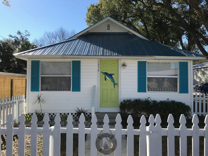 Key West Style Retreat- Close to downtown/beach
