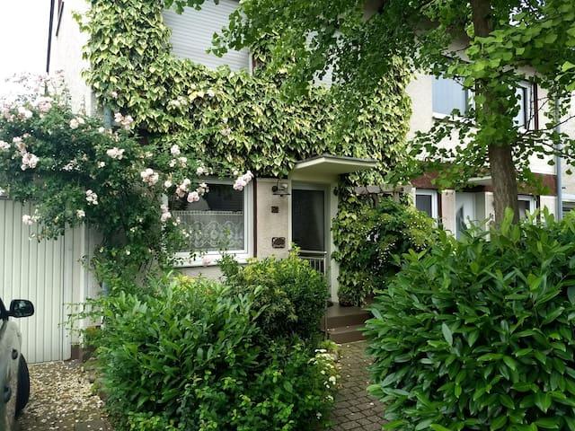 Ferienhaus Nähe Köln mit Garten