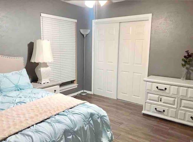 LONG TERM private room, near UTA/Cowboys Stadium