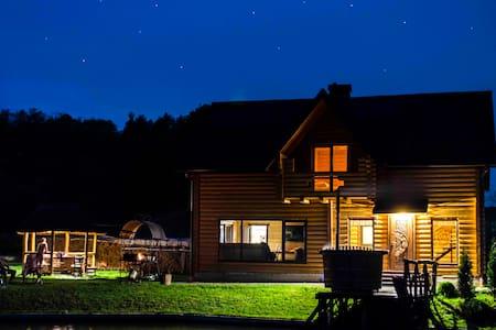 Forest House оренда будинку на природі