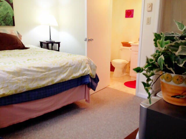 Spacious, Bright, Private Room - Whistler - Huis