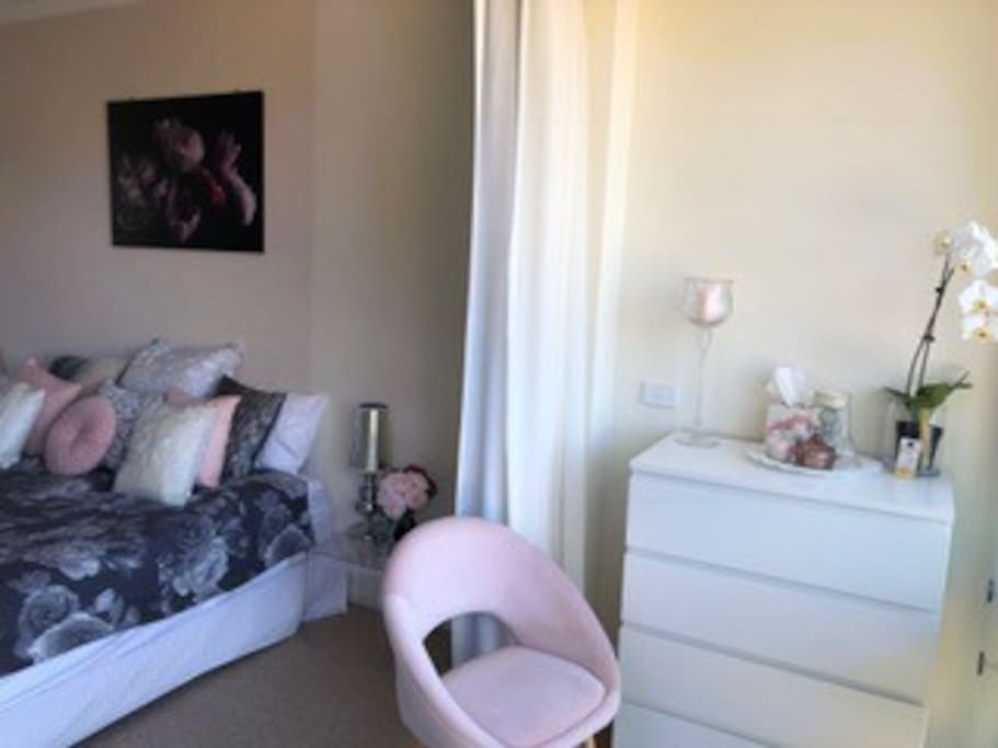 King size bed with views across to Sydney Harbour