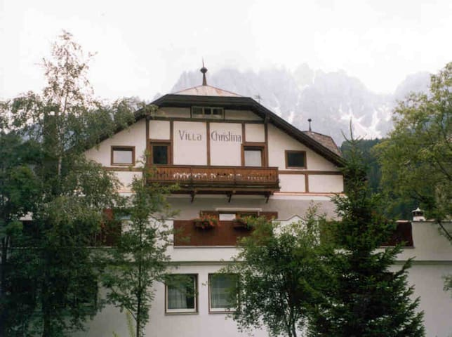 Appartamento IV sul secondo piano Villa Christina.
