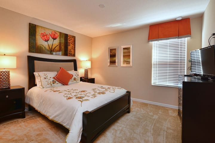 Gorgeous 5 Bedroom Holiday Home - Santosh Cove 2650 - Kissimmee - Wohnung
