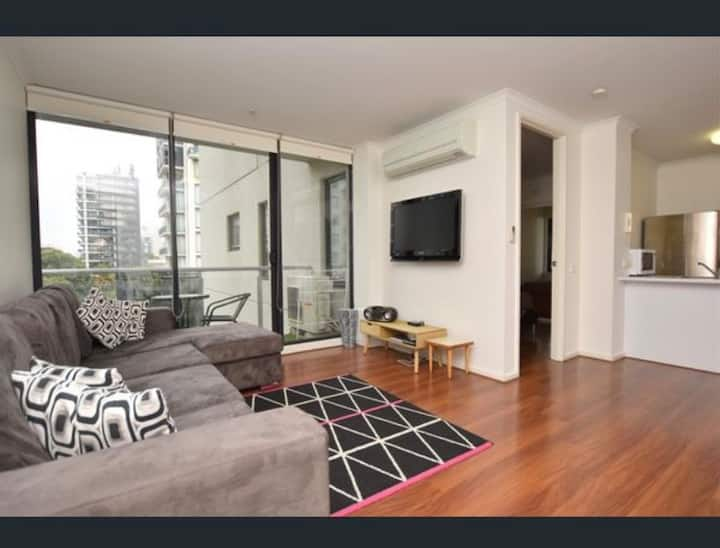 South Melbourne apartment-3,6,12 month minimum.