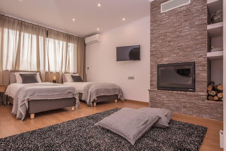 Guesthouse Room 22 - Beach and Nova SBE school