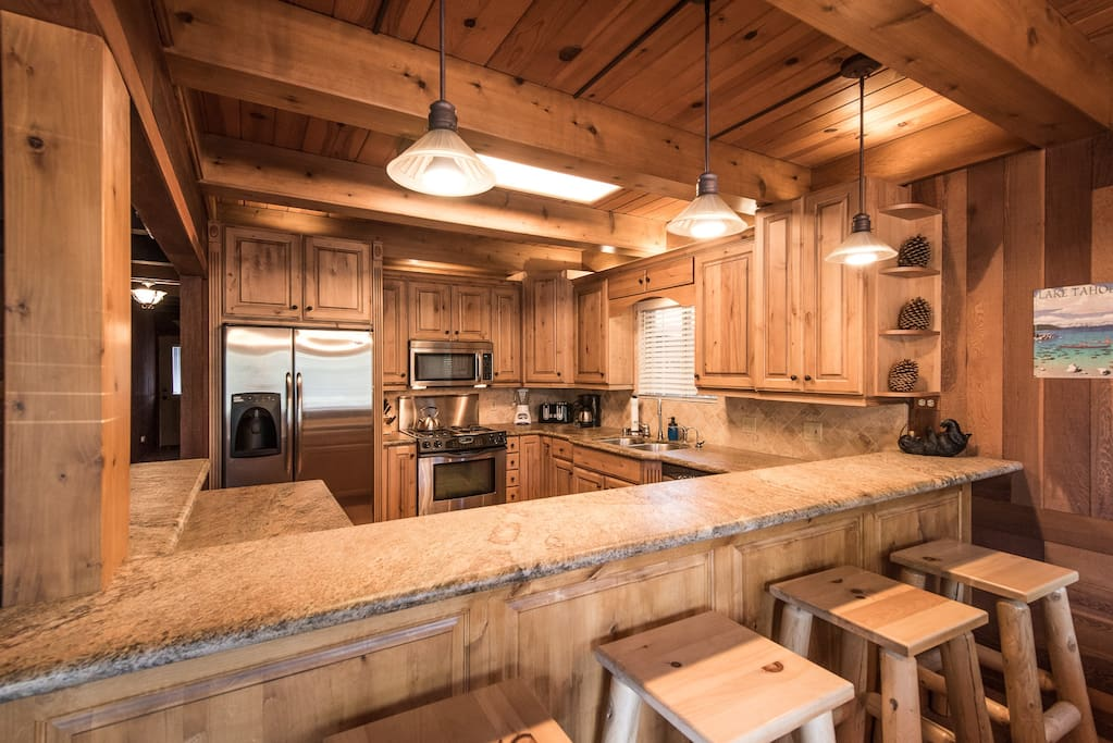 Chalet w games tvs spa close to ski beach dock for Animali domestici della cabina del lake tahoe