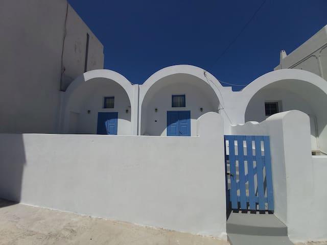 Yann House Imerovigli 2