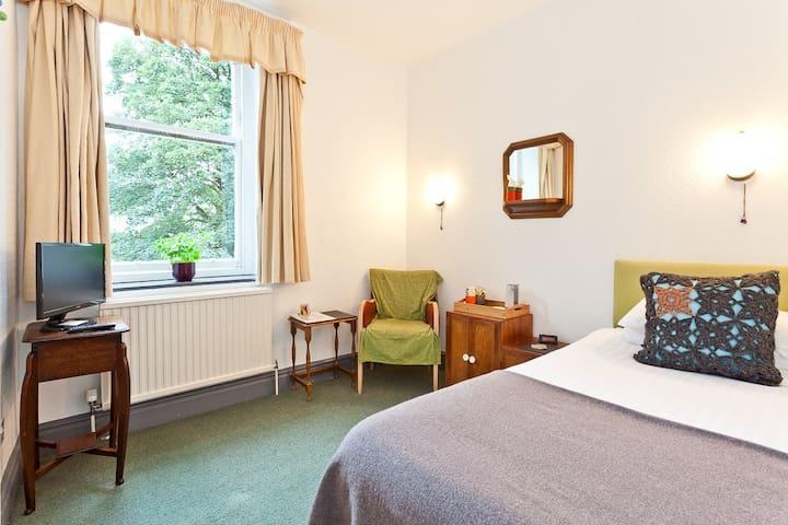 Lyndhurst Guest House Room 2