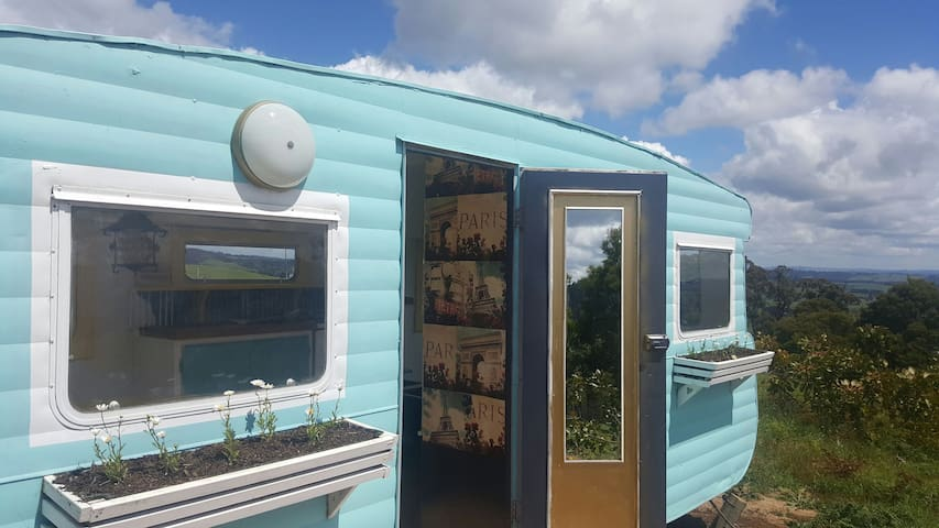 FRENCH VINTAGE CARAVAN-WILD VALLEY GIPPSLAND - Budgeree - Asuntoauto