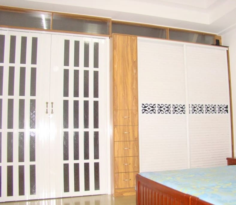 三楼主卧大衣柜以及折叠门