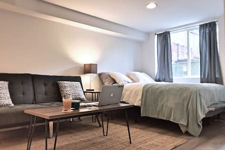Stay in the Heart of Seattle (Capitol Hill / CD) - Seattle